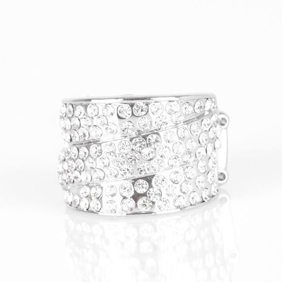 Beautiful brimstone ring Boutique